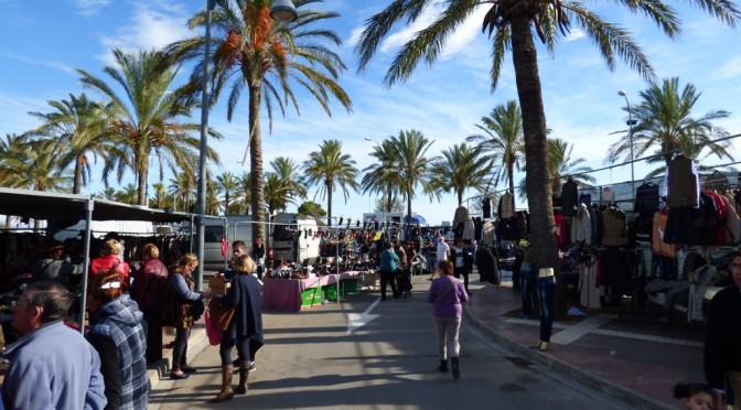 Wochenmarkt Vinaròs und die Story von der einärmeligen Bluse