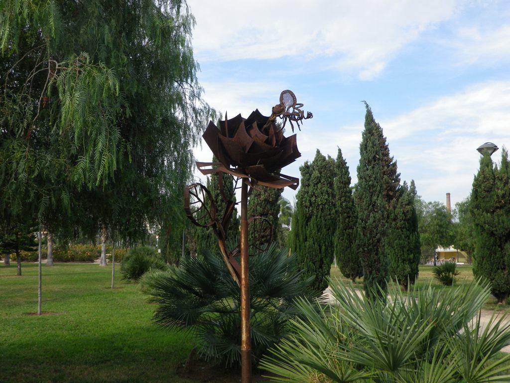 "Valencia in den Turia-Gärten die ""Moskito-Skulptur"""